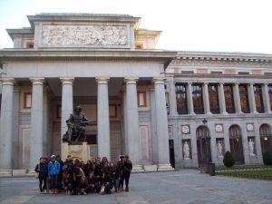 I capeciani davanti al museo del Prado (foto 1)